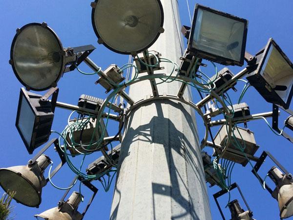 controllo-torre-portafari-proiettori-per-autostrade