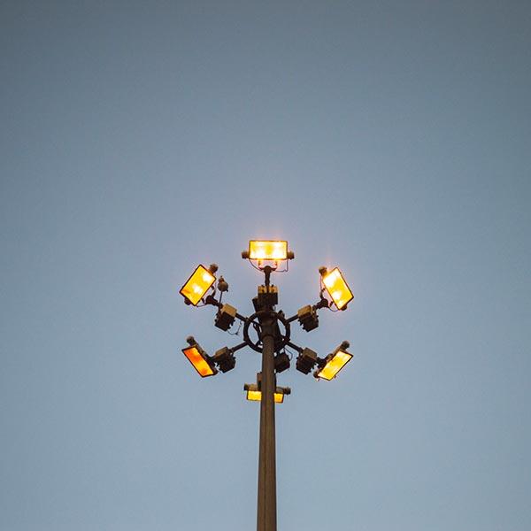 torri-faro-per-illuminazione-grandi-aree